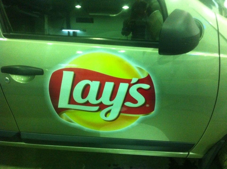 """Lays"" реклама на авто"